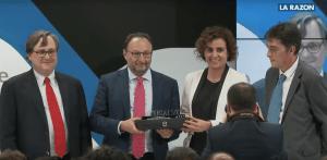 Juan Matji recibiendo el premio a la innovación de IFC