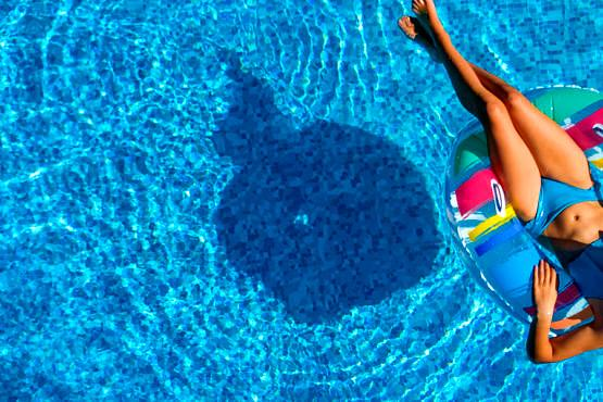 Efectos negativos del sol, la sal marina y las piscinas en la piel