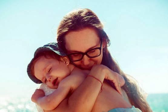 Tomar el sol con niños con piel atópica y sensible